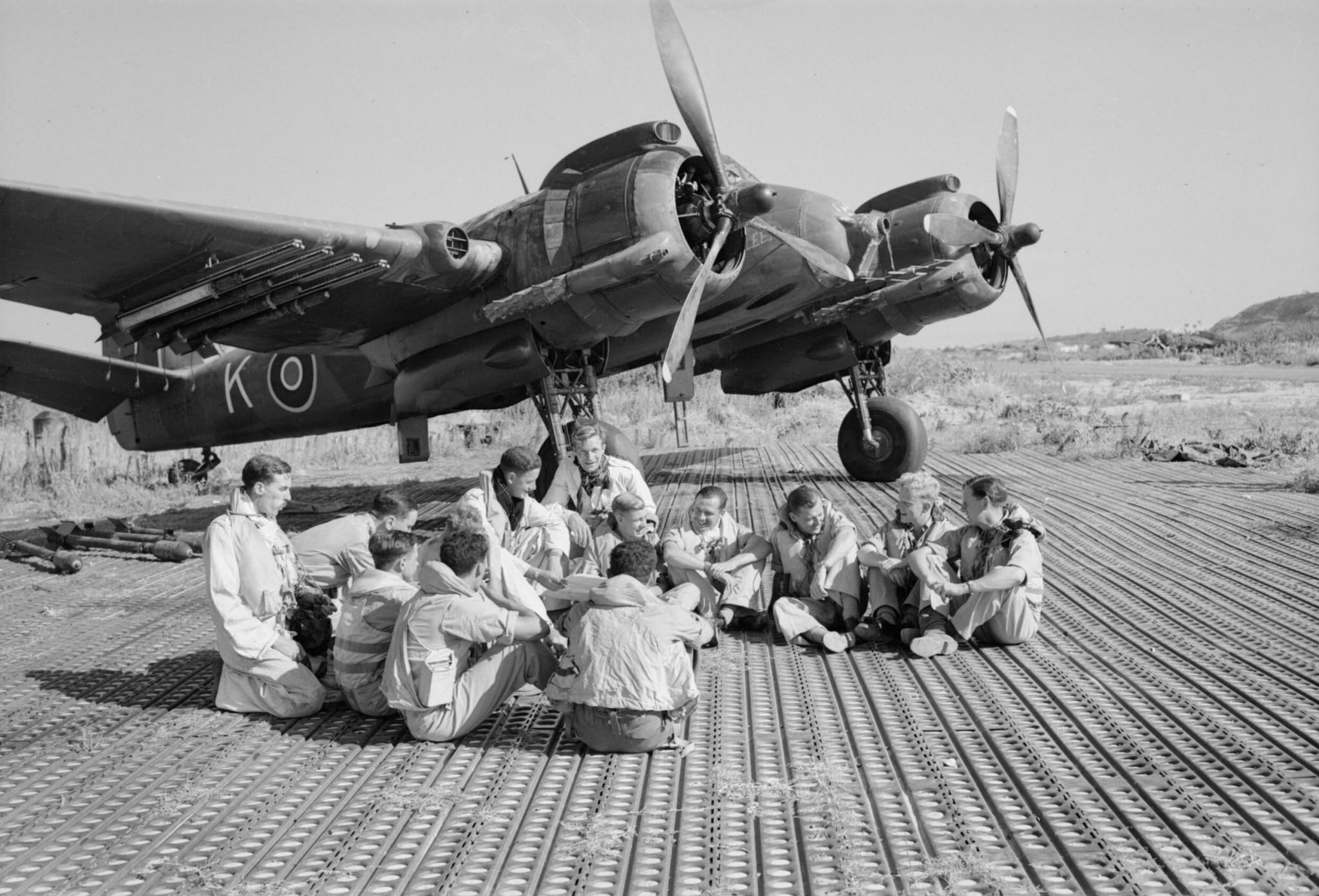 Historische Aufnahme von Marston Mats (Luftlandeblechen) im Einsatz