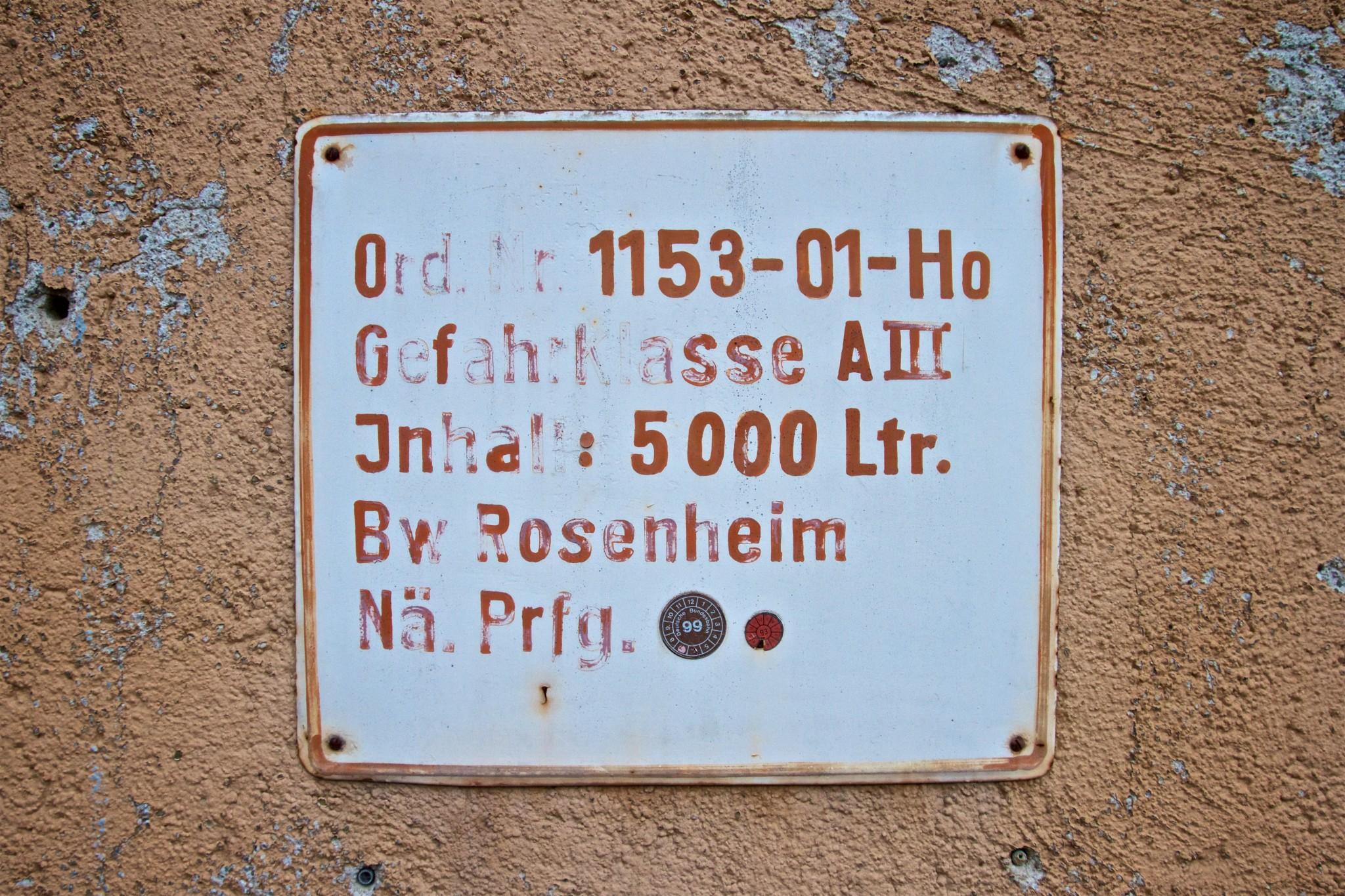 Tafel an Schrankenwärterhäuschen in Wasserburg Bhf