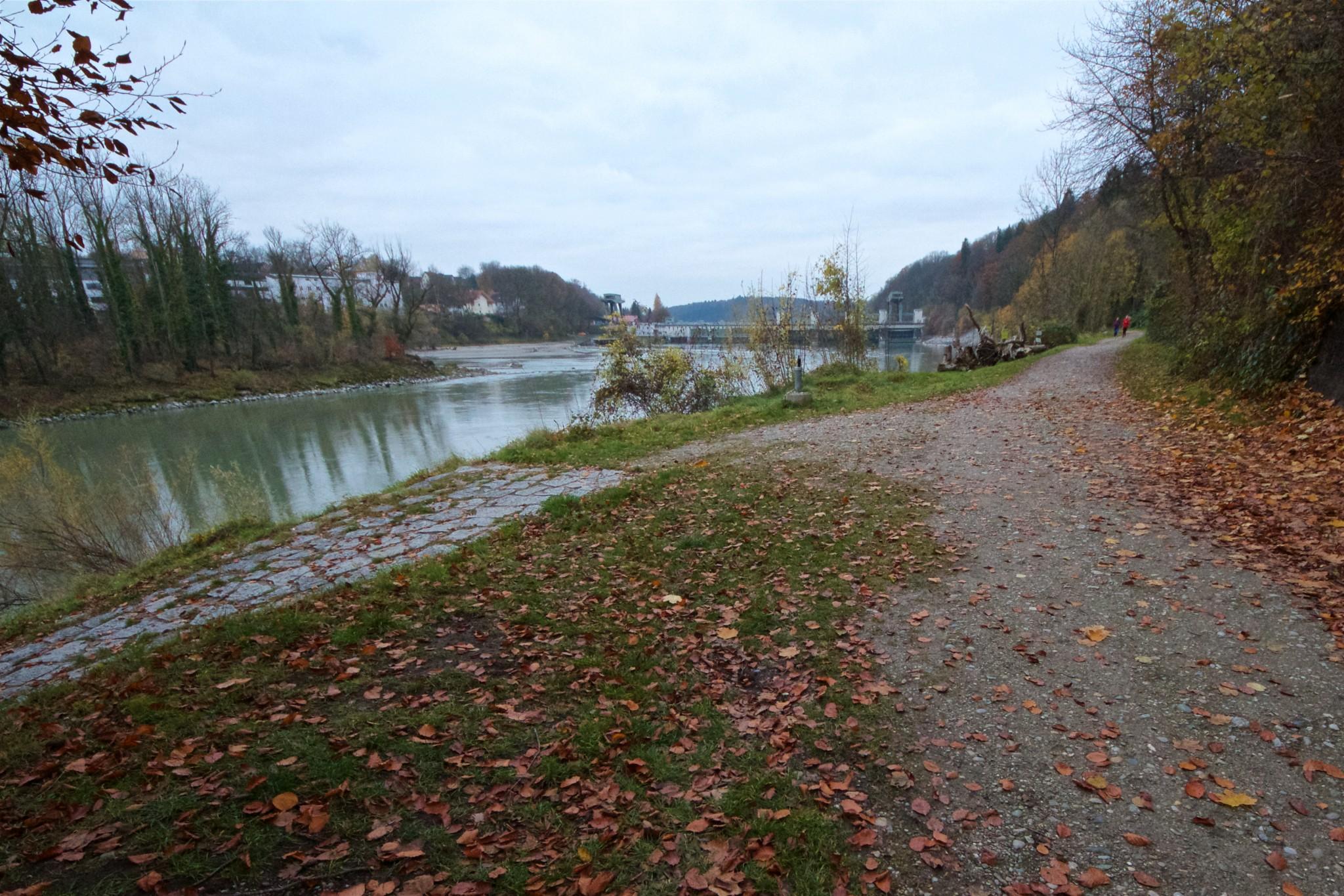 Kraftwerk Wasserburg mit Streckenverlauf als Gehweg